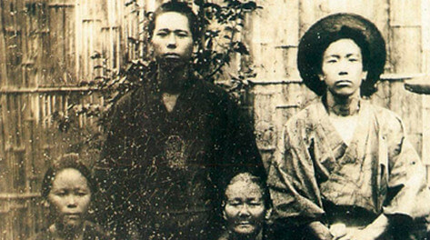 Gonshiro Ohde at around age 18 (back right) with his mother Kiyo, sister Sakuno and second brother Mohei.