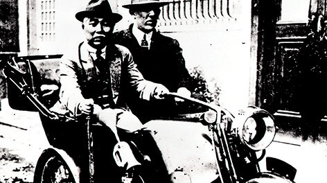 Gorham type 3-wheeled motor vehicle (right: William R. Gorham)