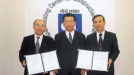 Kashima Plant Manager, Mr. Takemura (left) and Ohama Plant Manager, Mr. Iida (right) accepting their certificates